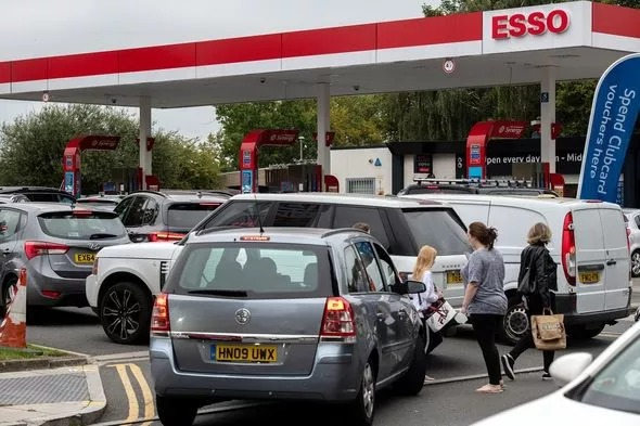 Karena Kelangkaan Bahan Bakar, Britania Raya Hadapi Panic Buying