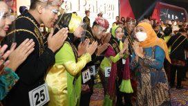 Gubernur Jawa Timur Khofifah Indar Parawansa mengajak 34 finalis duta Raka-Raki Jatim 2021, untuk tidak sekadar menjadi duta wisata dan ekonomi kreatif , melainkan juga mampu menjadi duta edukasi bagaimana menerapkan protokol kesehatan (prokes) yang baik di setiap lini. Dengan demikian, sektor pariwisata kembali dibuka sehingga roda perekonomian mengalami peningkatan tetapi protokol kesehatan terjaga dengan baik.