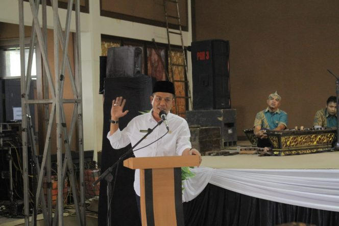Bupati Bandung Dadang Supriatna saat membuka Dialog Budaya di Padepokan Giriharja Kel Jelekong, Kec Baleendah, Kab Bandung, Rabu (13/10/21).(Iwa/Kempalan)