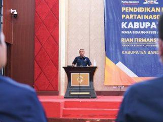 Ketua DPD Nasdem Kab Bandung Agus Yasmin saat Kaderisasi dan Pendidikan Politik DPD Partai Nasdem Kab.Bandung di Hotel Sutan Raja Soreang, Selasa (19/10/21). (Iwa/Kempalan)