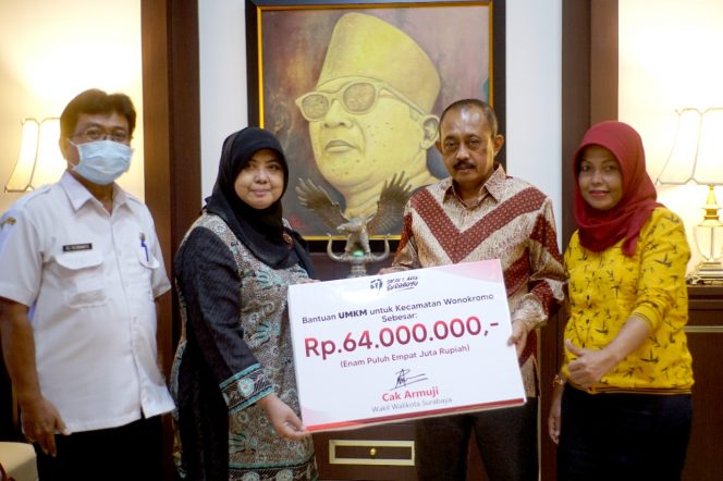 Sebanyak 128 pelaku Usaha Mikro Kecil Menengah (UMKM) di Kecamatan Wonokromo mendapatkan bantuan dari Wakil Walikota Surabaya Armuji sebesar Rp 64 Juta sebagai bentuk keseriusan untuk mendorong UMKM bangkit kembali.