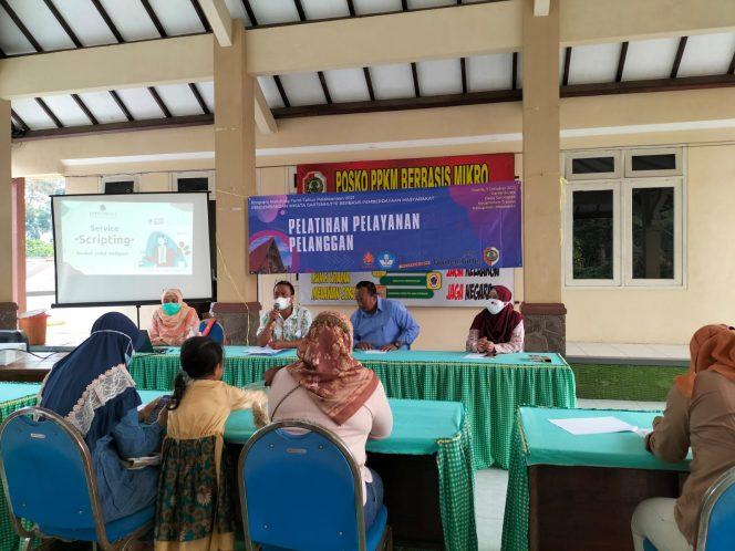 Tim pengabdian masyarakat Universitas Surabaya (Ubaya) memberikan  pelatihan pelayanan pelanggan kepada pelaku Usaha Mikro Kecil  (UMK) dan  Kelompok Sadar Wisata Desa (Pokdarwis) di Desa Selotapak, Kec. Trawas Kabupaten Mojokerto.