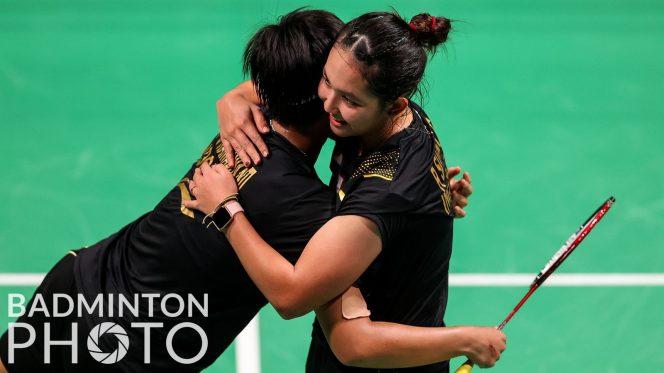 Pasangan Siti Fadia Silva Ramadhanti/Ribka Sugiarto usai Supajirakul/Sapsiree Taerattanachai 21-19, 15-21, 21-15 dalam perempat final di Ceres Arena, Aarhus (15/10). Mereka jadi pasangan potensial. (Foto: Badminton Photo)